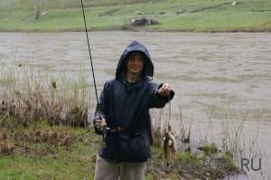 Как правильно ловить рыбу в дождь